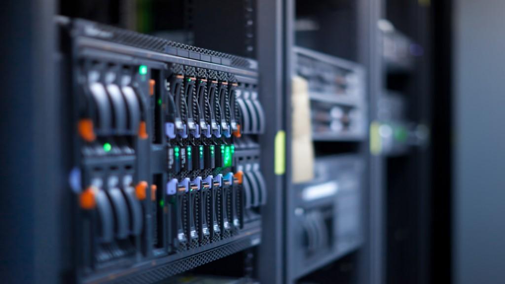 server datacenter 1732x1154 wallpaper 1024x576 1 شبکه Active و شبکه passive چیست و چه تفاوت هایی با هم دارند؟